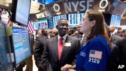 John Evans Atta Mills, the President of Ghana, visits the floor of the New York Stock Exchange, Dec. 15, 2011, and talks with specialist Jennifer Klesaris.