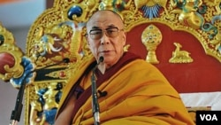 Dalai Lama melakukan kunjungan ke Australia untuk mengajarkan agama Budha.