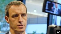 Direktur Europol Rob Wainwright menjawab pertanyaan media di Den Haag, Belanda, Senin (22/2).