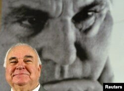 Helmut Kohl, former German Chancellor sits in front of a large photograph of himself during a news conference to promote his new book, 'Erinnerungen 1982-1990' (Memories 1982-1990) in Berlin, Nov. 2, 2005.