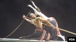 """台灣""""雲門舞集""""和""""無垢舞蹈劇場""""參加正在莫斯科舉辦的契訶夫國際戲劇節活動表演""""觀""""劇作。"""