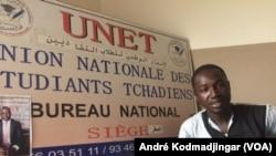 Frédéric Raïkina Béaloum, le secrétaire général de l'union nationale des étudiants tchadiens à N'Djamena, Tchad, 27 septembre 2018. (VOA/ André Kodmadjingar)
