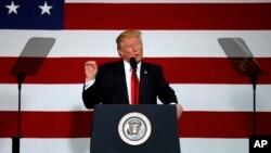 도널드 트럼프 대통령이 30일 미주리주 스프링필드에서 세제개편 계획을 설명하고 있다.
