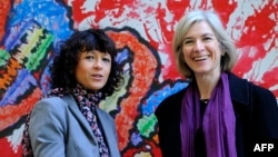(FILE) This file photo taken on October 21, 2015 shows French researcher in Microbiology, Genetics and Biochemistry Emmanuelle Charpentier (L) and US professor of Chemistry and of Molecular and Cell Biology, Jennifer Doudna. (Photo by Miguel RIOPA / AFP)