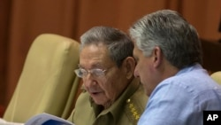 El presidente cubano Raúl Castro y el vicepresidente Miguel Díaz Canel, durante la segunda sesión legislativa del año en la Asamblea Nacional, en La Habana. Dic. 29 de 2015