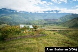 Kota Wamena yang berbukit dan hijau. (Foto: Alam Burhanan/VOA)
