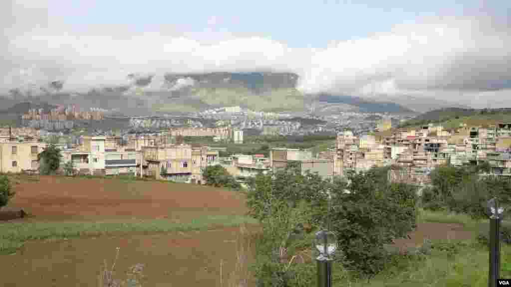 نمایی از شهر سنندج و کوه آبیدر عکس: جوانا شیرزادی (ارسالی شما)