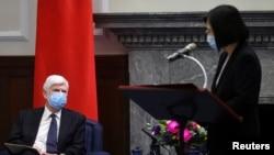 美国前联邦参议员多德访问台湾。台湾总统蔡英文在台北与举行会谈时发表讲话。(2021年4月15日)