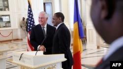 Le secrétaire d'Etat américain Rex Tillerson après une conférence de presse avec le ministre tchadien des Affaires étrangères, Mahamat Zene Cherif, à N'Djamena, au Tchad, le 12 mars 2018.