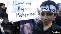 Warga muslim di Freiburg, Jerman melakukan protes atas kartun Nabi Muhammad (foto: dok). Jerman hari Rabu (13/3) melarang tiga kelompok Islam ultrakonservatif.