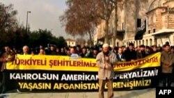 Afganistan'da Türk el Kaide militanlarının Amerikan ordusu tarafından öldürülmesini protesto eden kişiler