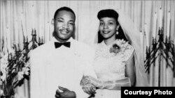 مارتین لوتر و کۆرێتا سکات کینگ لە بۆنەی زەماوەندی دا