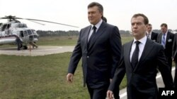 Виктор Янукович и Дмитрий Медведев. Архивное фото. Чернобыль, 26 апреля 2011г.