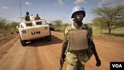 Pasukan penjaga perdamaian PBB asal Zambia melakukan patroli di Abyei, Sudan selatan (foto: dok).