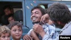 د منبج نه د داعش د ایستلو وروسته په دغه ښار کې نارینو خپلې ږیرې خرییلي او ښځو خپل تور نقابونه سوځول.