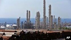 2015年11月19日照片: 伊朗北部海岸的南帕尔斯气田综合体