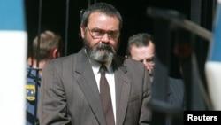 Mike du Toit, Pemimpin komplotan 'Boeremag' yang merencanakan membunuh Nelson Mandela pada tahun 2002 saat tampil di pengadilan Pretoria, Afsel (foto: dok).