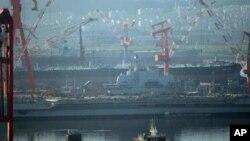 """图为中国第一艘航空母舰""""瓦良格号""""今年7月4日在大连港时"""