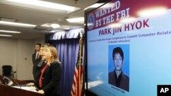 미국 법무부 트레이시 윌키슨 검사가 6일 로스앤젤레스에서 기자회견을 열고 북한 국적자 박진혁을 과거 소니 영화사 등에 대한 사이버 공격 혐의로 기소한 사실을 공개했다.