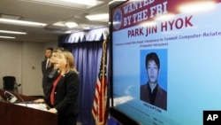 미국 법무부 트레이시 윌키슨 검사가 지난해 9월 로스앤젤레스에서 기자회견을 열고 북한 국적자 박진혁을 사이버 공격 혐의로 기소한 사실을 공개했다. 유엔 안보리 전문가패널이 12일 공개한 새 대북제재 보고서도 박진혁 등의 사이버 범죄 활동을 상세히 기술했다.