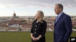 AQSh Davlat kotibi Xillari Klinton va Rossiya Tashqi ishlar vaziri Sergey Lavrov