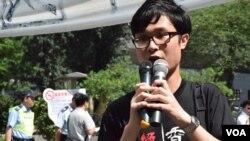 劉穎匡表示,遊行是向香港市民表達本土派對政改問題的關注,爭取公民提名普選特首。 (美國之音記者湯惠芸 拍攝)