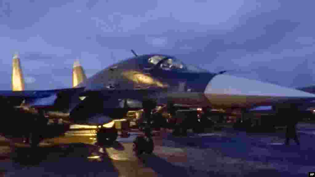 Les avions militaires russes, sur la base de Hmeymin en Syrie, prêts pour être rapatriés en Russie, le 15 mars 2016.