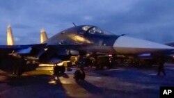Pesawat tempur Rusia siap meninggalkan pangkalan udara Hemeimeem di Suriah untuk kembali ke Rusia (15/3).