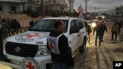 Hội Chữ Thập Đỏ Quốc tế, Trăng Lưỡi liềm Đỏ Syria và Liên Hiệp Quốc đưa viện trợ tới Mayada, Syria.