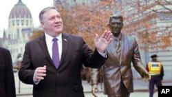 Ngoại trưởng Mỹ Pompeo trong chuyến thăm Budapest hôm 11/2.