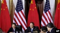 美国财政部长盖特纳和中国副总理王岐山