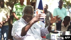 Leader of the former Mozambican rebel movement now opposition party Renamo, Afonso Dhlakama, gives a press conference, April 10, 2013, in Gorongosa's mountains, Mozambique.