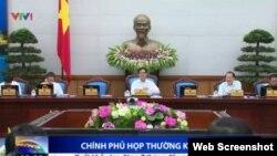 """Với Việt Nam, """"trung thành"""" có tới hai tiêu chuẩn: Một dành cho thiên hạ và một chỉ có ở Việt Nam."""