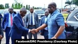Mokonzi ya mboka Félix Tshisekedi apesi mokambi ya misala ma ye Vital mbote, na bolongwi na ye mpo na kokende Dar-es-Salam, Kinshasa, 16 août 2019. (Facebook/présidence RDC)