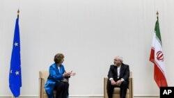 Šefica diplomatije Evropske unije, Ketrin Ešton, u razgovoru sa iranskim ministrom inostranih poslova Džavadom Zarifom