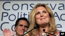 Ann Romney, isteri kandidat Partai Republik, Mitt Romney, membantah kritikan Hillary Rosen (12/4).