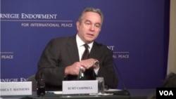 美国负责亚太事务的助理国务卿坎贝尔在华盛顿智库卡内基国际和平基金会发表演讲(VOA视频截图)