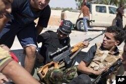 Les rebelles libyens près de Zawiya
