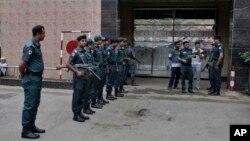 Cảnh sát Bangladesh đứng gác bên ngoài nhà tù ở Dhaka, Bangladesh, ngày 12/6/2016.