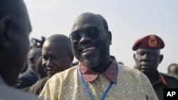 Wakilin 'yan tawaye Hassan Lako yake dariya da waikilin gwamnati gabanin soma taronsu