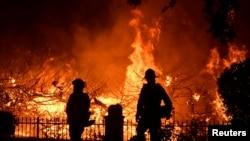 امریکی ریاستوں فلوریڈا اور ٹیکساس میں موسم گرما کے آغاز سے قبل ہی جنگلات میں آگ بھڑک اُٹھی ہے۔ (فائل فوٹو)