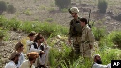 د خاصې ویزې پروگرام د یوې لسیزې راهیسې افغانانو او عراقیانو ته په پام کې نیول شوی دی
