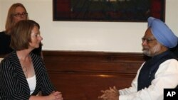 PM Australia Julia Gillard melakukan pembicaraan soal nuklir dengan PM India Manmohan Singh di New Delhi (foto: dok).