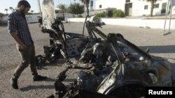 利比亞首都的黎波里星期日發生的其中一宗汽車炸彈爆炸現場