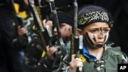 کودکان در کمپ های آموزشی داعش
