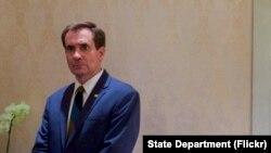 """El portavoz del Departamento de Estado, John Kirby, dice que la seguridad de los estadounidenses en el exterior es """"nuestra principal prioridad""""."""