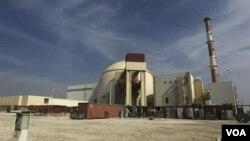 Gempa kuat melanda Iran dekat reaktor nuklir Bushehr, menewaskan sedikitnya 30 orang. Operasi PLTN Bushehr dilaporkan tidak terpengaruh oleh gempa (foto: dok).