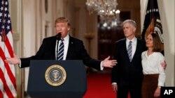 Tổng thống Donald Trump phát biểu tại Tòa Bạch Ốc ở Washington, ngày 31/1/2017, giới thiệu thẩm phán Neil Gorsuch, người được đề cử vào Tối cao Pháp viện.