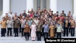 Presiden Joko Widodo dan para Menteri Kabinet Kerja I di Istana Negara, Jakarta. (Foto: dok).