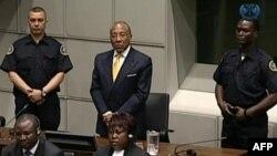 Pemerintah Sierra Leone menyambut baik keputusan hukuman bagi mantan Presiden Liberia Charles Taylor (tengah) atas kejahatan perang yang dilakukannya di Sierra Leone.